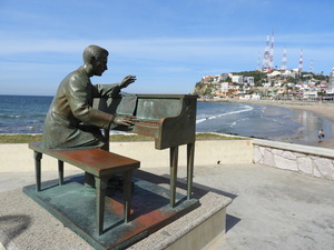 Pianist sculpture along Mazatlan malecon